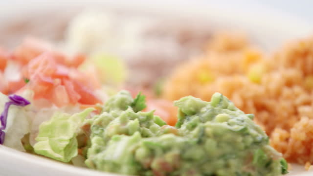 vídeos y material grabado en eventos de stock de frijoles & arroz - comida mexicana