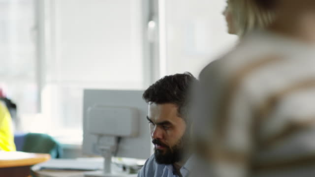 Bидео Bearded Businessman Working on Laptop at Office Desk