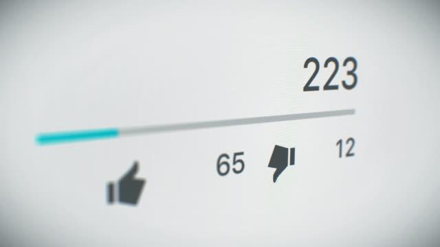 vídeos y material grabado en eventos de stock de hermosa animación en 3d del contador video primer plano rápidamente creciente a 1 millón de vistas. vista en perspectiva con dof desenfoque. concepto de tecnología y negocios. - anuncio