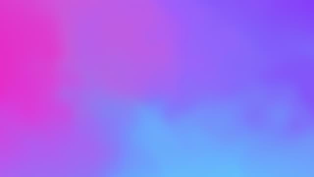 vídeos de stock, filmes e b-roll de belo gradiente holográfico abstrato arco-íris fluindo animação azul e roxo. gradiente de fluido saqueado na moda vívida cores neon cores movimento gráficos moderno. - roxo