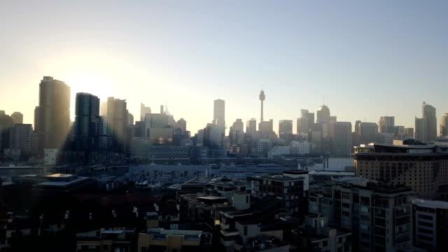 새벽 아침에 아름 다운 공중 도시 스카이 라인 - 시드니 뉴사우스웨일스 스톡 비디오 및 b-롤 화면