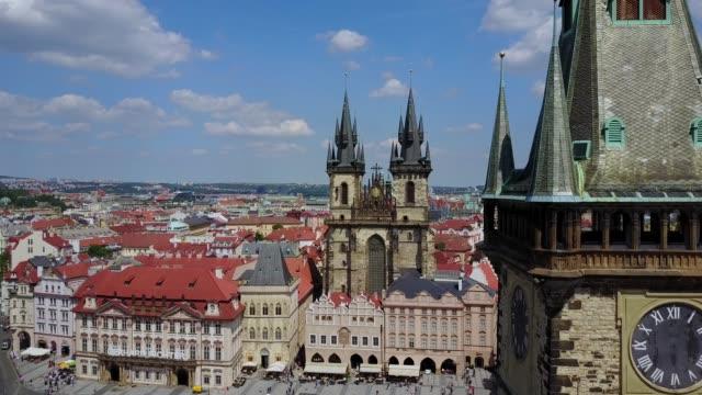 美しい空中パノラマ ビュー聖母教会 - チェコ共和国点の映像素材/bロール