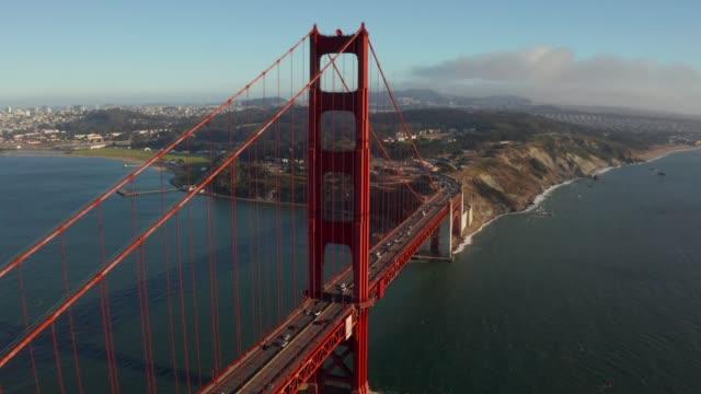 vídeos y material grabado en eventos de stock de hermosa vista aérea del puente golden gate - san francisco