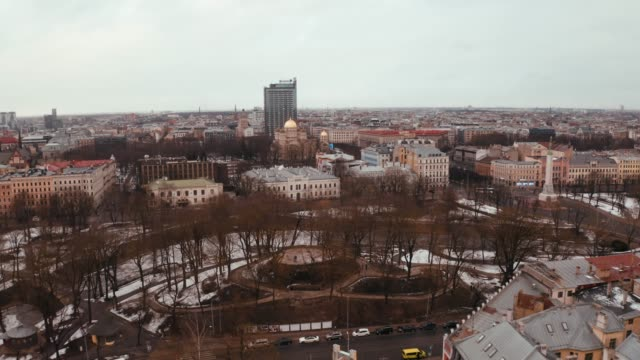beautiful aerial view of the riga old town during winter day. - łotwa filmów i materiałów b-roll