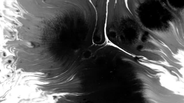 su beyaz arka plan mürekkep damlagüzel animasyon - lekeli kirli stok videoları ve detay görüntü çekimi