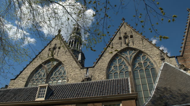 CLOSE UP: Schöne Architektur und detaillierten Ornamente Dom Oude Kerk – Video