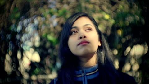 vídeos de stock e filmes b-roll de beautiful asian serene young woman enjoy fresh air in nature. - desfocado focagem