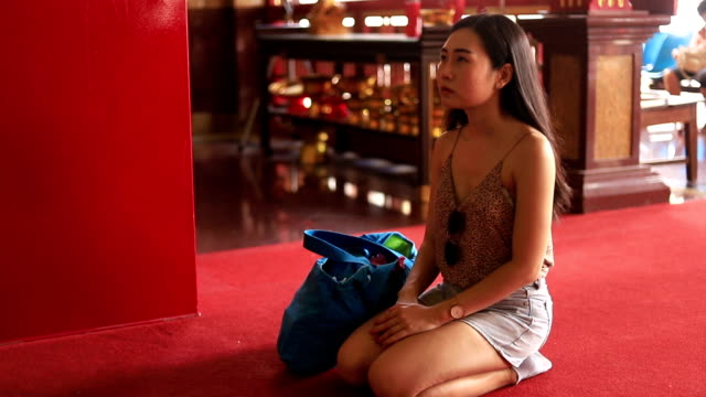 beautiful asian woman prays in the thai temple. bangkok.thailand - wat video stock e b–roll
