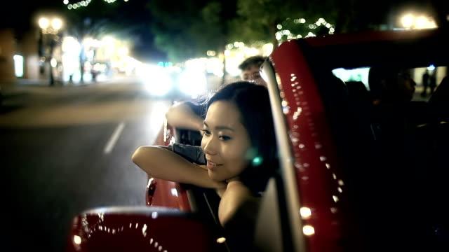 vídeos de stock, filmes e b-roll de linda mulher asiática com thoughtsts agradável. - veículo terrestre