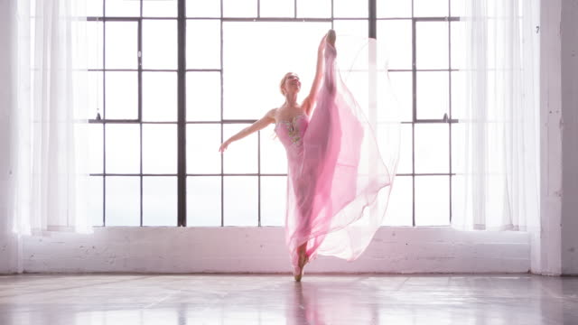 beautiful ballerina in slow motion - paczka sukienka filmów i materiałów b-roll