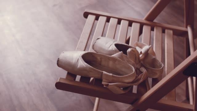 schöne ballett-tanz. ballettschuhe. - ballettschuh stock-videos und b-roll-filmmaterial