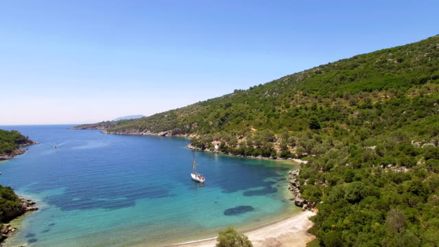 beautiful bay on the sea with one sailboat - isole egee video stock e b–roll