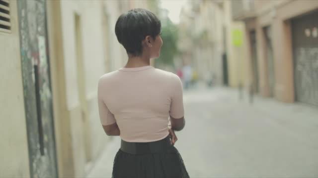 vacker svart kvinna slowmotion video porträtt - axel led bildbanksvideor och videomaterial från bakom kulisserna