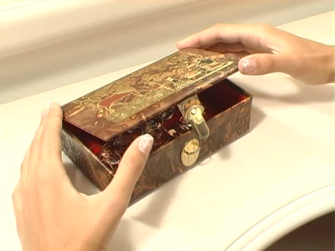 beautiful box with jewelry video