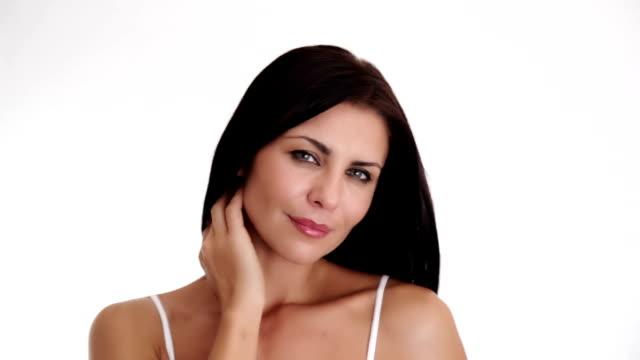 stockvideo's en b-roll-footage met beautiful brunette flirting and smiling at camera - vrouwelijkheid