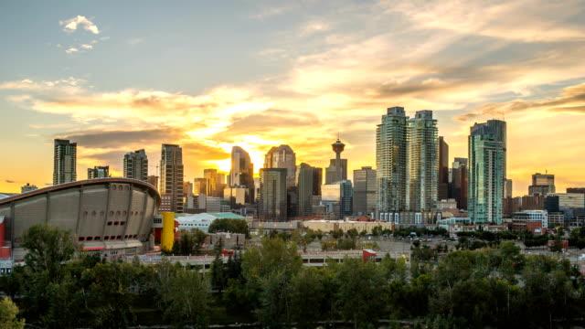 vídeos y material grabado en eventos de stock de hermosa calgary lapso puesta del sol del horizonte 4k de 1080p - canadá