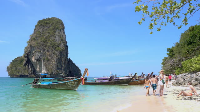 beautiful clear turquoise blue sea and boats at ao phra nang near railay beach, krabi, thailand. zooming in. - phuket video stock e b–roll