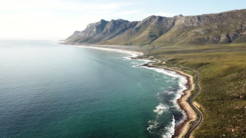 bellissima strada costiera, città del capo - costa caratteristica costiera video stock e b–roll