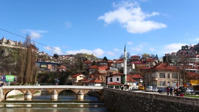 ボスニアの首都サラエボの美しい一日 - ボスニア・ヘルツェゴビナ点の映像素材/bロール