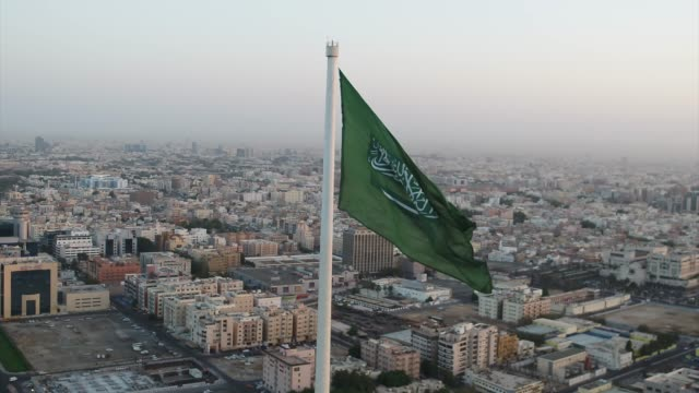 beautiful drone shot of the flag roundabout showing the entire jeddah city in the backdrop - arabia saudita video stock e b–roll