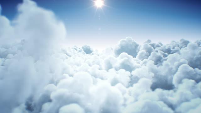 stockvideo's en b-roll-footage met prachtige eindeloze wolken onder de stralende heldere zon daglicht naadloos. looped 3d animatie die boven de wolken met de zon van de middag vliegt. - naadloos patroon