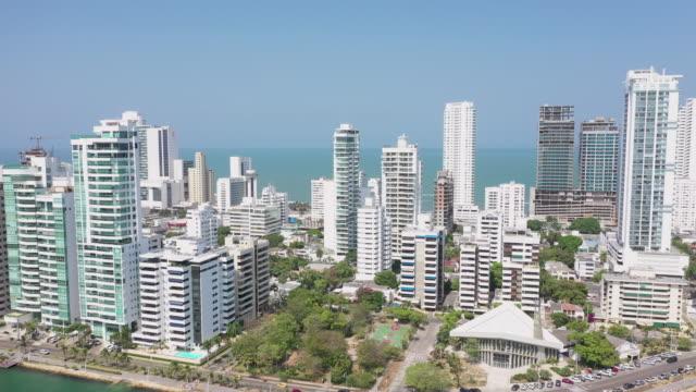 カリブ海近くの美しい高価なアパートやホテル - コロンビア点の映像素材/bロール