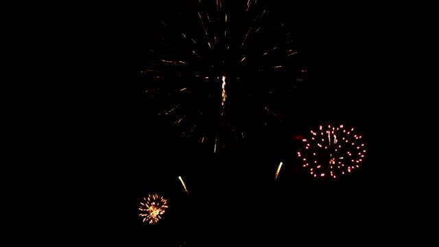красивый фейерверк - new year стоковые видео и кадры b-roll