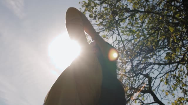 vídeos de stock e filmes b-roll de beautiful girl plays with her hair in the sun - só mulheres jovens