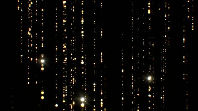 美麗的金雨顆粒落在黑色背景無縫閃爍。迴圈3d 動畫抽象灰塵粒子形成線閃爍明亮。 - 可循環移動圖像 個影片檔及 b 捲影像