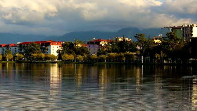 vídeos de stock e filmes b-roll de beautiful lake view from 6 may park batumi town, tourism in georgia, recreation - maio