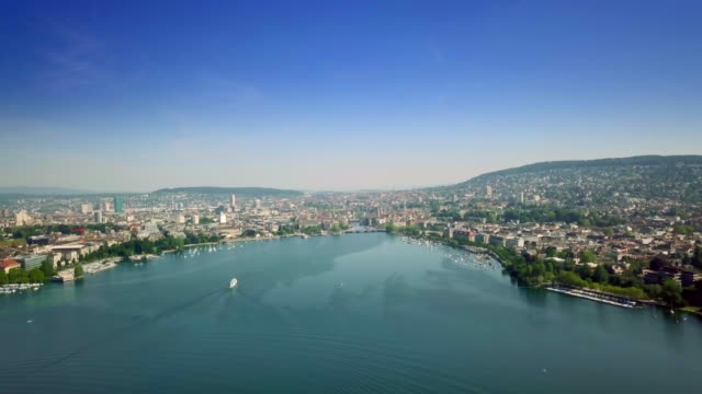 vídeos de stock e filmes b-roll de beautiful lake zuerich in switzerland - margem do lago