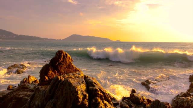 vackra landskap solnedgången över havet. på kammala beach, phuket, thailand - high dynamic range imaging bildbanksvideor och videomaterial från bakom kulisserna