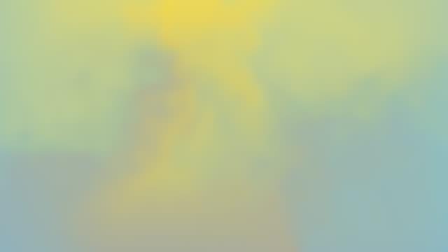 vídeos de stock, filmes e b-roll de belo gradiente abstrato líquido fluindo animação perfeita azul amarelo cores. gradiente de fluido saqueado na moda vívida cores neon cores movimento gráficos moderno. - gradient