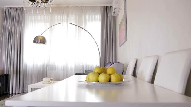 vídeos de stock e filmes b-roll de beautiful living room in a new apartment - coffee table