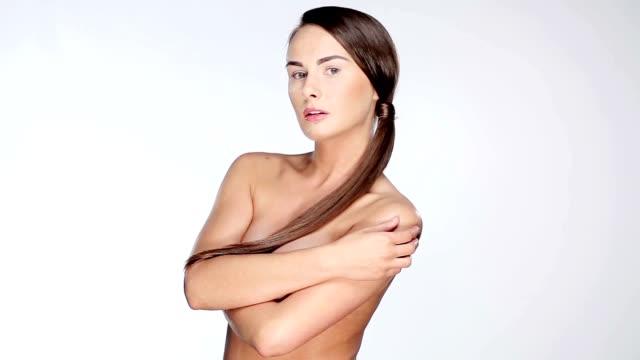 wunderschöne models posieren - nackter oberkörper stock-videos und b-roll-filmmaterial