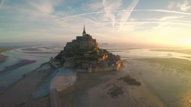 güzel mont saint michel - ortaçağ stok videoları ve detay görüntü çekimi