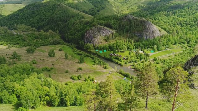 beautiful mountain landscape. a small village at the foot of the mountains - quadcopter filmów i materiałów b-roll
