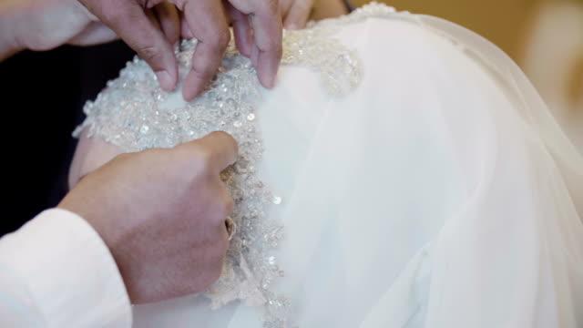 Beautiful muslim bride wearing a turban with the tiara video