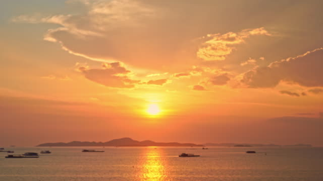 Beautiful outdoor sunrise or sunset on the beach sea ocean