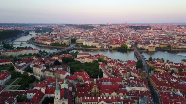プラハ市内の美しいパノラマ撮 - チェコ共和国点の映像素材/bロール