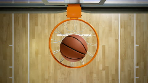 vidéos et rushes de beau jet professionnel dans une vue de dessus du ralenti de hoop basketball. balle volante filature dans panier net. sport concept. 3d animation 4k ultra hd 3840 x 2160. - exactitude