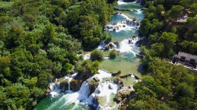 beautiful river waterfalls - riserva naturale parco nazionale video stock e b–roll