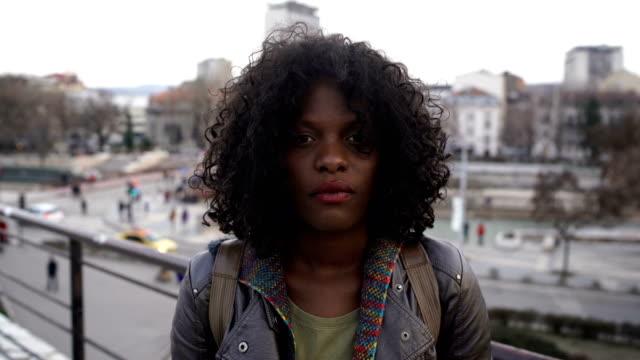 stockvideo's en b-roll-footage met mooie trieste vrouw staande op de straat-negatieve emoties concept - curly brown hair