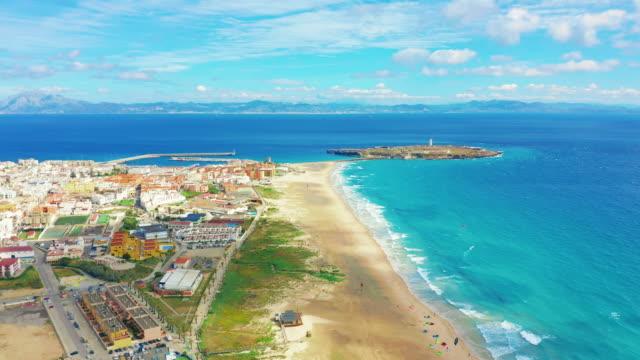 Schöne malerische Luftaufnahme von Tarifa City, Spanien – Video