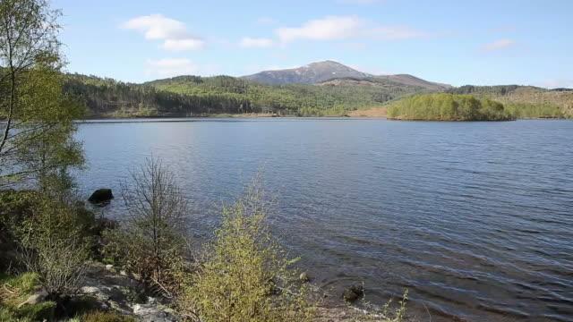 beautiful scottish loch garry scotland uk lake near fort augustus pan - fort william video stock e b–roll
