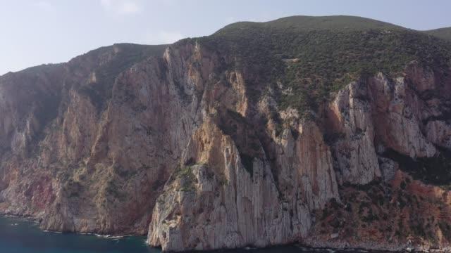 Schöne kleine Insel im Meer – Video