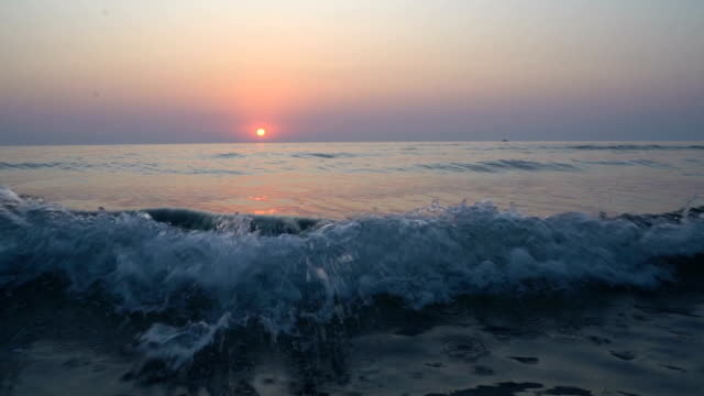 Beautiful sunrise above the sea - vídeo
