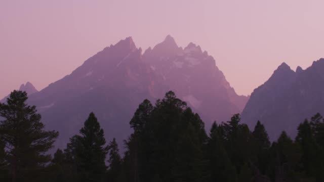vacker solnedgång i grand teton nationalpark - pink sunrise bildbanksvideor och videomaterial från bakom kulisserna
