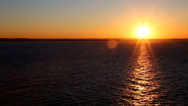 beautiful sunset at sea - krajobraz morski filmów i materiałów b-roll