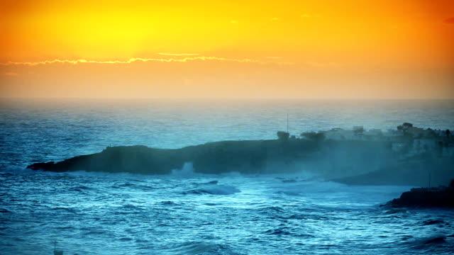 bellissimo tramonto sulla baia di santa maria di leuca, italia - lecce video stock e b–roll